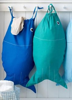 Clever and cute laundry bags by Design Ideas. Perfect for toting around either clean or dirty clothes, the Pisces drawstring bag adds maritime fun to your daily laundry. Fabric Crafts, Sewing Crafts, Sewing Tips, Diy Sac, Diy Couture, Sewing Projects For Beginners, Dot And Bo, Purses And Bags, Sewing Patterns