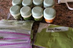 Homemade baby food: one month of baby food, made in one hour, for twenty bucks. This is blogger's round two, and, once again, she includes list of flavor combos, grocery list, and DETAILED prep instructions. Toddler Meals, Toddler Food, Baby Meals, 1 Monat, 1 Month Baby, Food Combining, 2nd Baby, Baby Baby, Healthy Baby Food