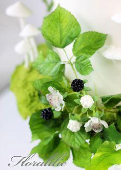 Sugar Blackberries with Wafer Paper Leaves | Floralilie Sugar Art