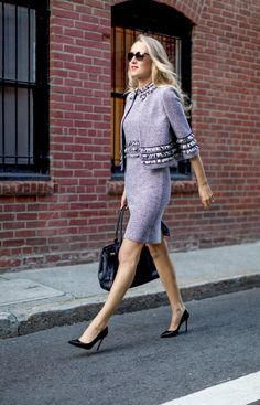 St John Knits fringed sheath dress matching jacket classic work wear black and white ivory cropped jacket grid jacket and flared skirt Blazer En Tweed, Tweed Dress, Office Fashion, Work Fashion, Fashion Design, Fashion Spring, City Fashion, Fashion Outfits, Style Fashion