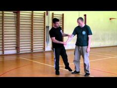 This is from a lesson on knife defence where we are using the side / side hypotenuse to attach the wrist and control the attacker's centre mass. Systema Martial Art, Martial Artists, Krav Maga, Student Learning, Switzerland, Lab, Exercise, School, Ejercicio