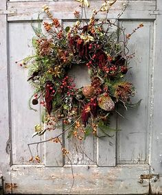 From-the-Garden Wreaths for Holiday Decorating: Slideshow Garden Design Calimesa, CA Wreaths And Garlands, Autumn Wreaths, Holiday Wreaths, Rustic Wreaths, Ribbon Wreaths, Tulle Wreath, Floral Wreaths, Burlap Wreaths, Spring Wreaths