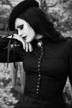 An elegant and beautiful community for everything gothic, steampunk, and punk inspired. Dark Beauty, Goth Beauty, Dark Fashion, Gothic Fashion, Fashion Beauty, Victorian Fashion, Victorian Goth, Gothic Steampunk, Vintage Gothic