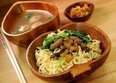 4 Menu Makanan Favorit Orang Indonesia, 1 Yang Paling Sering Dikonsumsi! http://www.perutgendut.com/read/4-menu-makanan-favorit-orang-indonesia-1-yang-paling-sering-dikonsumsi/6350?utm_content=buffer4de92&utm_medium=social&utm_source=pinterest.com&utm_campaign=buffer #Food #Kuliner #Indonesia
