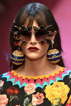 15 of the most brilliantly bonkers accessories to grace the Dolce & Gabbana catwalk Foto Fashion, Weird Fashion, Fashion 2020, Runway Fashion, Jeremy Scott, Giorgio Armani, Diy Glasses, Lunette Style, Royal Dresses