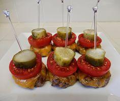 theworldaccordingtoeggface: Oscar Eats: Top Hat Bacon Cheeseburger Sliders