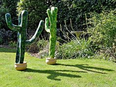 Make Giant Paper Mache Cacti For Your Home And Garden - I love cacti especially the giant Saguaro but as these take at least 50 years of growing before even get Garden Art, Home And Garden, Garden Crafts, Garden Planters, Bird Feeder Craft, Globe Decor, Diy Plant Stand, Cactus Y Suculentas, Boho Diy