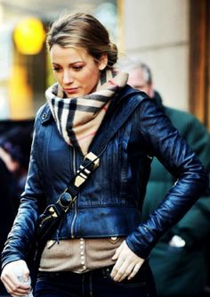 Blake Lively- great casual look! Leather Jacket and Burberry Scarf Looks Street Style, Looks Style, Looks Cool, Style Me, City Style, Fashion Mode, Look Fashion, Street Fashion, Fall Fashion