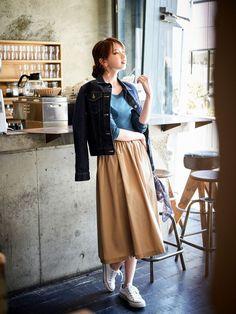 Pin by lentera on lilit in 2019 Modern Smart Casual, Smart Casual Women, Long Skirt Fashion, Fashion Pants, Looks Con Converse, Fashion Moda, Womens Fashion, Fashion Fashion, Uniqlo Style