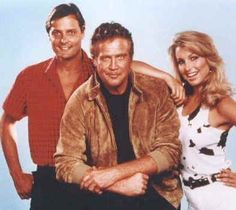 Photos de L'Homme qui tombe à pic (VO : The Fall Guy) - Page 1 : Avec Lee Majors (Colt Seavers), Douglas Barr (Howard Munson), Heather Thomas (Jody Banks), Markie Post (Terri Michaels), Heather Thomas, The Fall Movie, The Fall Guy, Old Tv Shows, Movies And Tv Shows, Modern Talking, Tv Vintage, Mejores Series Tv, Lee Majors