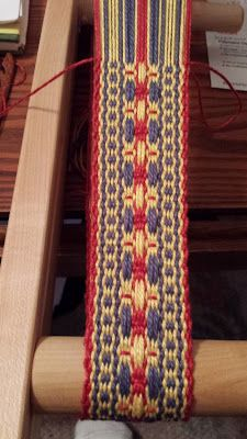 "I love Latvian Flower Bands. There's an out-of-print book called ""Latviešu Jostas"" (in English "" Latvian Sashes , Belts and Bands "") by Ale. Inkle Weaving Patterns, Weaving Textiles, Tapestry Weaving, Loom Weaving, Loom Patterns, Finger Weaving, Inkle Loom, Flower Band, Card Weaving"