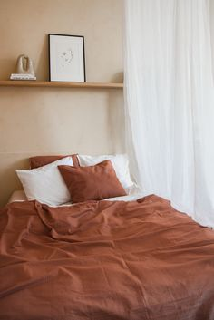 The perfect bedding: Crisp Sheets – Inattendu Small Room Bedroom, Home Bedroom, Bedroom Decor, Bedrooms, Ideas Hogar, Interiores Design, Cheap Home Decor, Room Inspiration, Home Remodeling