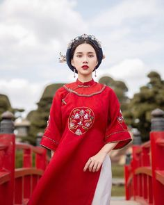 Wanita Indo: Search results for Fashion 2020, Runway Fashion, Fashion Models, Traditional Fashion, Traditional Dresses, Ao Dai Wedding, Vietnamese Traditional Dress, Character Outfits, Historical Clothing
