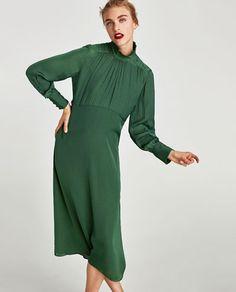 Image 2 de ROBE MI-LONGUE FLUIDE À MANCHES LONGUES de Zara