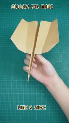 Paper Airplane Folding, Make A Paper Airplane, Paper Folding Crafts, Airplane Crafts, Cool Paper Crafts, Fun Crafts To Do, Paper Crafts Origami, Diy Crafts For Gifts, Easy Diy Crafts