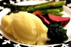 Aqui você encontra a receita para um purê de batata bem batatudo mesmo, que leva tempero, manteiga e batata apenas. Sem firulas, apenas muito sabor!