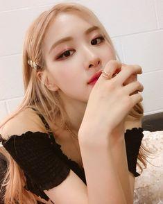 "blackpinkofficial: """"[IG] 190524 roses_are_rosie: u ready for tonight, berlin? Kim Jennie, Yg Entertainment, Nayeon, K Pop, South Korean Girls, Korean Girl Groups, Instagram Roses, Rapper, Rose Park"