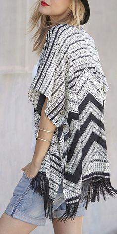 Soft and lightweight Aztec-printed fringe kimono