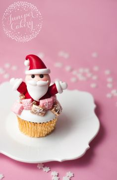 How to make a Santa cupcake
