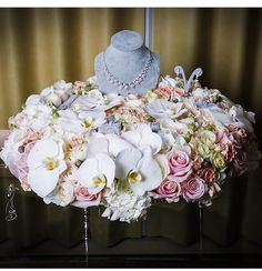Wedding Gift Hampers, Wedding Gift Boxes, Wedding Gifts, Bird Cage Centerpiece, Flower Centerpieces, Wedding Jewellery Boxes, Ring Pillow Wedding, 60th Birthday Party, Wedding Preparation