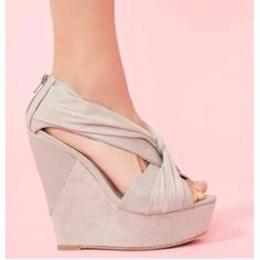 love wedges..i need a pair!!!