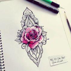 Tatuaje rosa ornamental diseños para mujeres