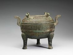 Ding cauldron with four oxen on the lid, Warring States Period (c. 5th to 3rd century B.C.E.), 購銅58, h. 21.6 cm, w. 19.2 cm. © National Palace Museum.