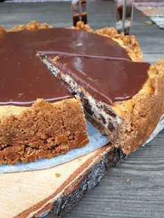 Paistettu dominojuustokakku suklaakuorrutteella Cheesecake Recipes, Dessert Recipes, Delicious Desserts, Yummy Food, Avocado Recipes, Sweet Cakes, Sweet And Salty, Let Them Eat Cake, Yummy Cakes