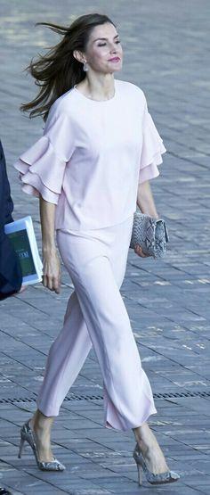 Letizia - Pale pink Zara top and trousers - snake print Magrit pumps - Lidia Faro handbag - Tous earrings