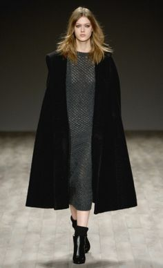 Cape! Mercedes-Benz Fashion Week : JILL STUART