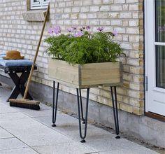 Plus Danmark - Deens design Outdoor Furniture, Outdoor Decor, Trellis, Wrought Iron, Retro, Bar Stools, Planter Pots, Bench, Wood