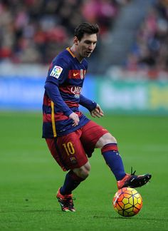 Lionel Messi of FC Barcelona in action during the La Liga match between Sporting Gijon and FC Barcelona at Estadio El Molinon on February 17, 2016 in Gijon