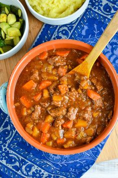 Beef and Vegetable Casserole. Beef and Vegetable Casserole a great hearty meal that can be cooked in a slow cooker instant pot or oven. Slow Cooker Slimming World, Slimming World Dinners, Slimming World Recipes Syn Free, Slimming Eats, Beef Recipes, Soup Recipes, Cooking Recipes, Healthy Recipes, Kitchen