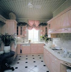 jpegfantasy: Interior Design Ideas: Inside an English Home Rosalind Burdett 1988 Salvaged & scanned by Pastel Kitchen Decor, Home Decor Kitchen, Kitchen Interior, Kitchen Design, Home Interior, Kitchen Ideas, 80s Furniture, English House, Vintage Interiors