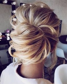 Wedding Hairstyles Medium Hair LOOSE UPDOS_Simple and stunning wedding hairstyles you'll love 7 - The new classic wedding updo is simple and stunning. These wedding hairstyles are Meghan Markle chic and effortlessly elegant. Wedding Hair And Makeup, Wedding Updo, Hair Makeup, Bridesmaid Hair Updo Elegant, Bridesmaid Hair 2018, Prom Makeup, Up Dos For Medium Hair, Medium Hair Styles, Long Hair Styles