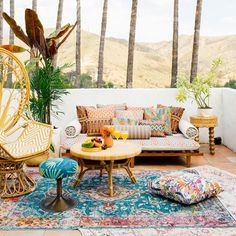The bohemian look throws all the interior decorating rules out the window. When you embrace boho home decor, you get to decorate however you want. This style is relaxed and unique, and relies heavily on styles from different cultures. Simple Colors, Warm Colors, Tuscan Decorating, Interior Decorating, Decorating Ideas, Decor Ideas, Interior Design, Ibiza, Boho Dekor