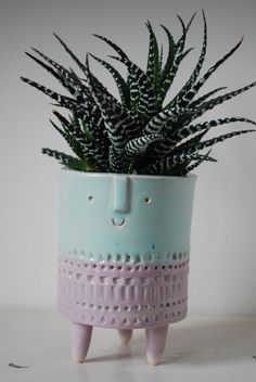 Atelier Stella - Two tone tripod planter Head Planters, Ceramic Planters, Planter Pots, Clay Planter, Cacti And Succulents, Potted Plants, Indoor Plants, Container Gardening, Container Plants