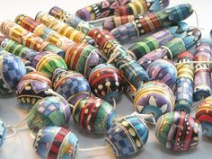 New beads - polymer clay cane beads Polymer Clay Kunst, Polymer Clay Projects, Polymer Clay Creations, Polymer Clay Beads, Play Clay, Handmade Beads, Handmade Jewelry, Beads And Wire, How To Make Beads