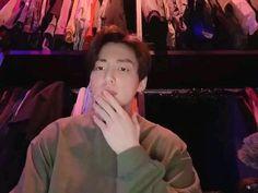 best thing ever is the maknae making fun of his hyungs😂😂 never gets old Kpop Gifs, Kpop Memes, Jungkook Oppa, Bts Bangtan Boy, Banda Kpop, Bts Funny Videos, Bts Twt, Les Bts, Jung Kook