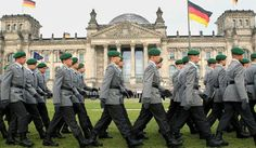 Verteidigungsministerin Ursula von der Leyen (CDU) will die Bundeswehr massiv aufstocken und in den nächsten Jahren tausende neue Soldaten für die Armee rekrutieren. Am Donnerstag verkündete sie in…