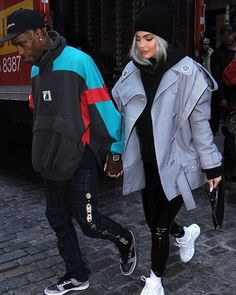 Kylie Jenner dons denim jumpsuit while in NY on tour with Travis Scott, in the fast lane: Kylie Jenner revealed she needs at least three different hotel room. Kylie Jenner Outfits, Moda Kylie Jenner, Trajes Kylie Jenner, Kylie Jenner Style, Kylie Jenner Fashion, Travis Scott Kylie Jenner, Kyle Jenner, Kourtney Kardashian, Kardashian Jenner