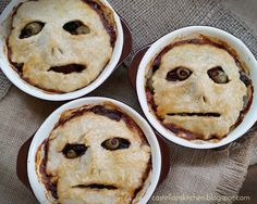 Sixpence Meat Pies (Picadillo Pot Pies) - Best Recipes All World Halloween Fingerfood, Easy Halloween Snacks, Hallowen Food, Halloween Baking, Halloween Appetizers, Halloween Dinner, Theme Halloween, Halloween Desserts, Halloween Food For Party