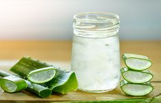 3 Health Benefits of Aloe Vera Juice - Eczema Treatment Gel Aloe, Aloe Vera Gel, Straight Hair Tips, Aloe Vera For Skin, Beauty Hacks For Teens, Gastro, Jojoba, Juicing For Health, Skin Whitening