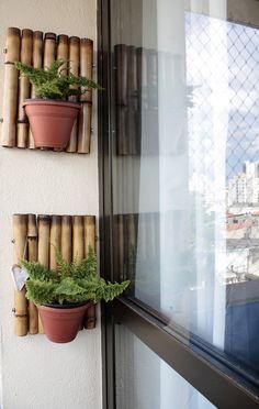 Porta-planta de varanda feito de bambu