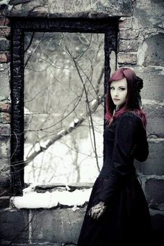 Nice atmosphere in this innocent #Goth girl shot