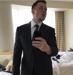 Billionaire Elon Musk posts throwback to his date with Amber Heard Elon Musk Tesla, Tesla Ceo, Elon Musk Height, Robert Downey Jr, Foto Doctor, Kids Videos, Amber Heard, In Hollywood, Beautiful People