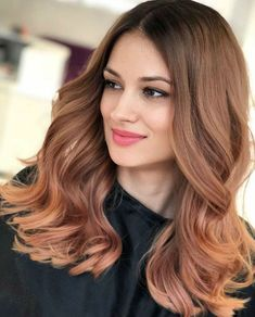 Irresistible Long Wavy Hairstyles 2020 to Look Exceptionally Cool and Trendy One Length Hair, Medium Length Wavy Hair, Natural Wavy Hair, Long Wavy Hair, Curly Hair, Auburn Balayage, Balayage Hair, Chic Hairstyles, Pretty Hairstyles