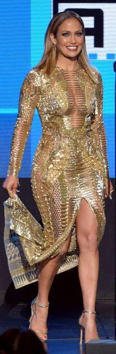 Jennifer Lopez: Dress – Julien MacDonald  Shoes – Stuart Weitzman