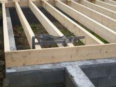 Un menuisier invente son propre outil d'assemblage des murs à ossature bois