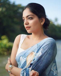 World Most Beautiful Woman, Most Beautiful Faces, Beautiful Asian Women, Beautiful Saree, South Indian Actress Name, Aesthetic Look, Elegant Saree, Top Celebrities, Indian Beauty Saree